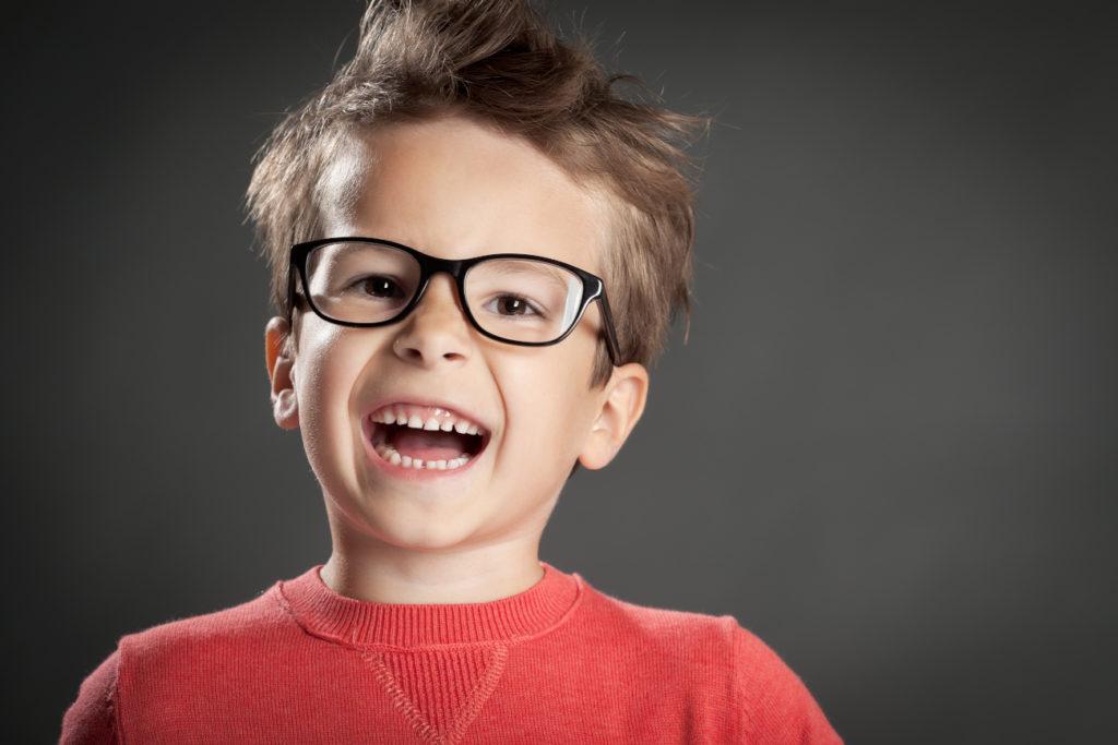 Garçon lunettes 2 enfants