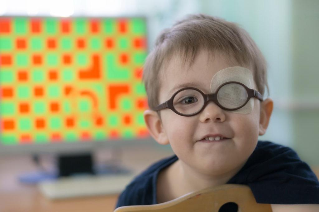 amblyopie cache oeil pédiatrique enfant