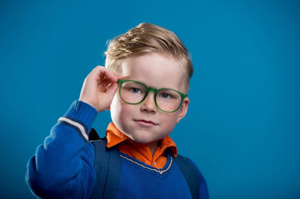 Garçon lunettes enfant